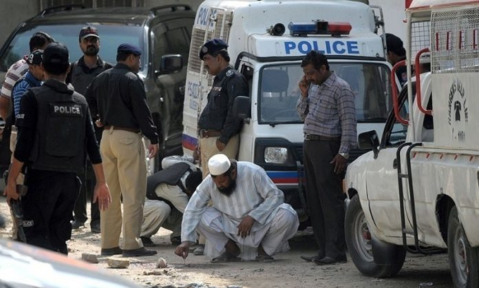 Investigation team in Bahadurabad lynching case arrested for extorting money from suspect's family